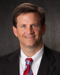 Robert Divine,前美国移民局代理局长,著名的EB-5移民律师,资深EB-5投资顾问